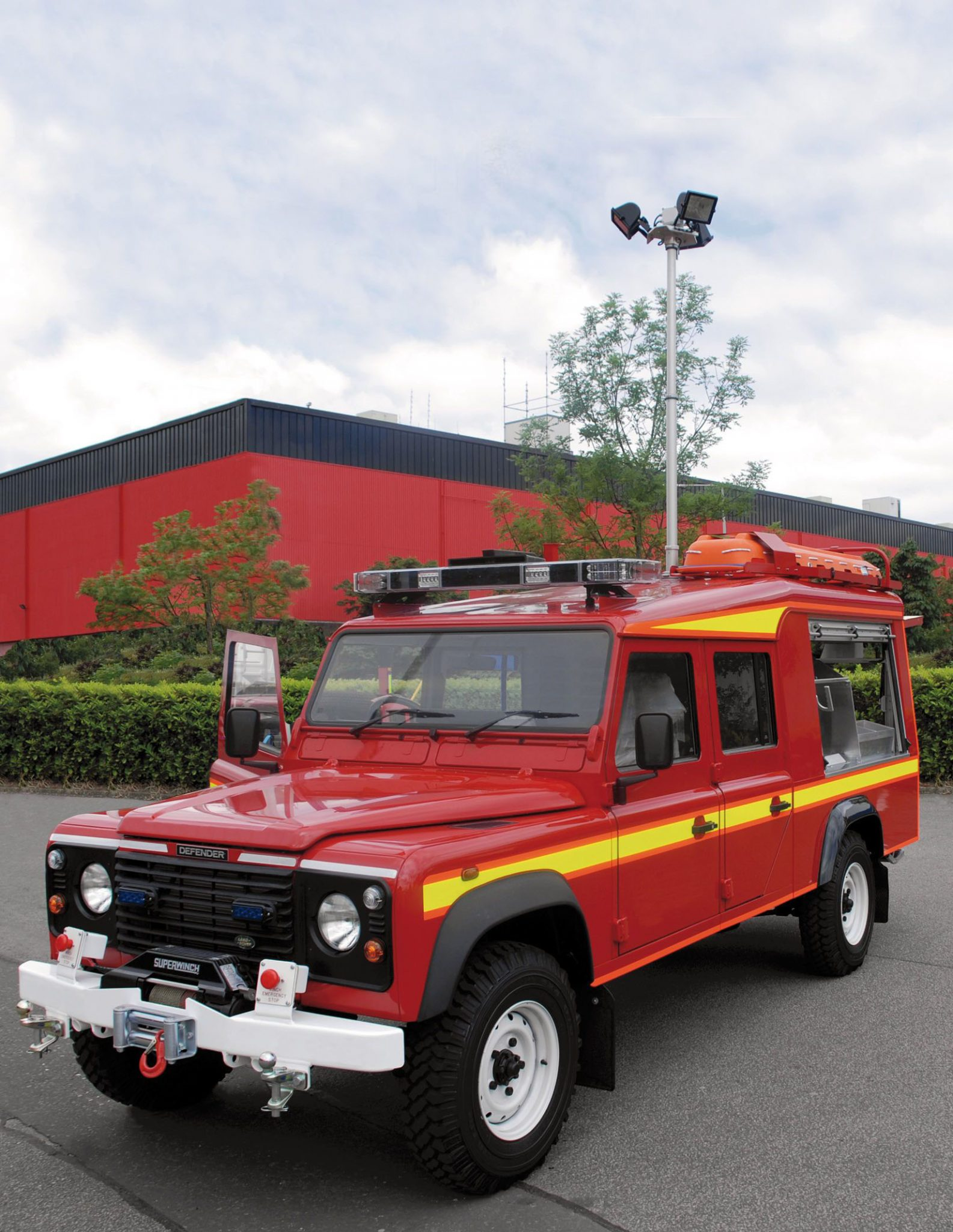 TF 200E NT with 3 x 500W HLG on Defender Jeep (Lage resolutie)